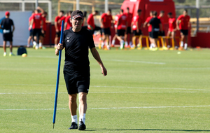 Fernando V�zquez dirige un entrenamiento del Mallorca