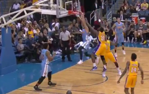 Willy Hernang�mez machacando a los Lakers con los Nuggets