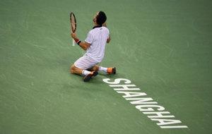 Roberto Bautista celebrando su hist�rica victoria ante Djokovic.