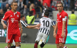 Fabi�n celebra el gol del empate del Eintracht.