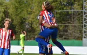 Andrea Falc�n celebra el primer gol del Atl�tico de Madrid ante el...