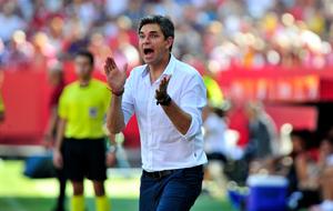 Pellegrino anima a su equipo durante el Sevilla-Alav�s