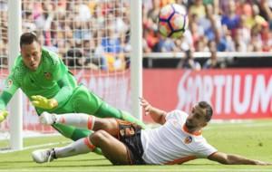 Diego Alves en el partido ante el Atl�tico en Mestalla.