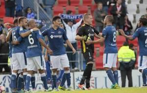 Los jugadores del Getafe celebran su primer triunfo liguero a...