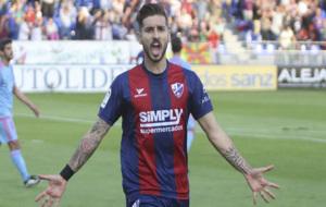 Borja L�zaro celebrando su tanto en el partido contra el Mir�ndes