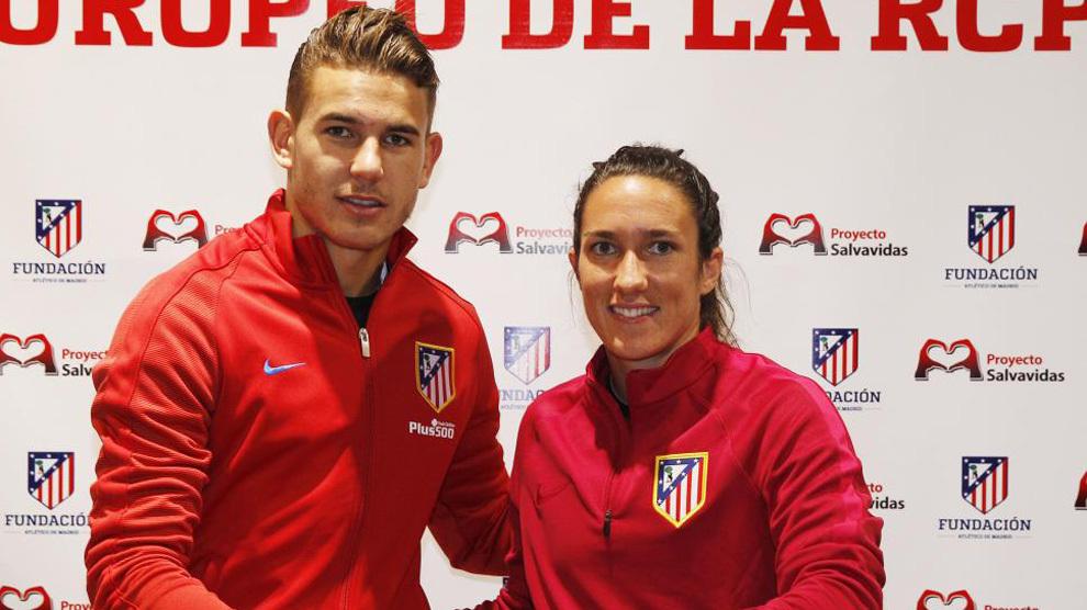 Lucas Hernández  junto a Silvia Meseguer, del equipo femenino,...
