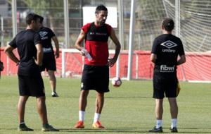 Juan Rodr�guez dialoga con V�zquez en un entrenamiento