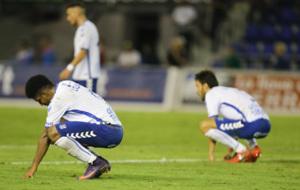 Los jugadores del Tenerife se muestran cabizbajos tras el gol del...
