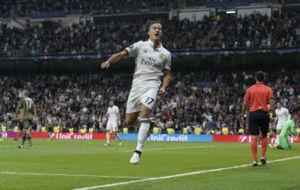 Lucas celebrando el cuarto gol al Legia