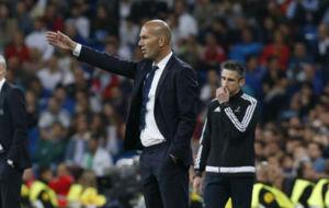 Zinedine Zidane durante el partido ante el Legia
