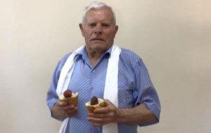 """Un anciano de Cuenca parodia el """"Pen Pineapple Apple Pen"""""""