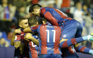 Futbolistas del Levante celebrando uno de los goles de esta temporada