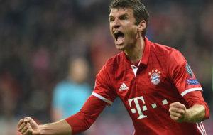 M�ller celebra uno de los goles del Bayern.