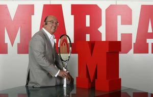 Miguel D�az en una visita a la redacci�n de MARCA.