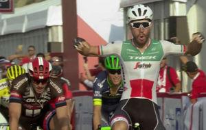 Giacomo Nizzolo inaugura el Abu Dhabi Tour 2016 con victoria y jersey...
