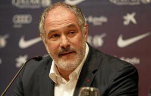 Andoni Zubizarreta atiende a la prensa en su �poca en el Barcelona