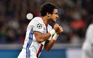 Da Silva, en un partido con el Lyon.