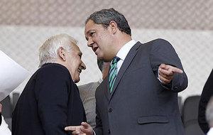 Tino Fern�ndez con Arsenio Iglesias en el palco de Riazor.