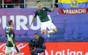 Sergio Le�n celebra uno de los goles al Eibar.