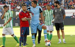 Juanfran, Acu�a, Ad�n y Salva Sevilla, durante el partido de la...