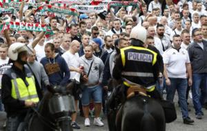Los ultras del Legia dirigi�ndose al Santiago Bernab�u