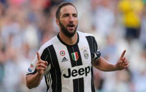 Higua�n, en un partido con la Juventus.