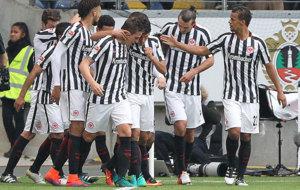 Los jugadores del Eintracht celebran un gol.