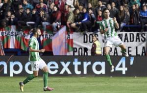 Felipe Guti�rrez celebra el gol que daba la victoria al Betis