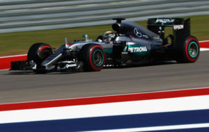 Hamilton pilota su Mercedes en el Circuito de las Am�ricas.