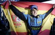 Alonso, con la bandera de Espa�a celebrando el segundo t�tulo.
