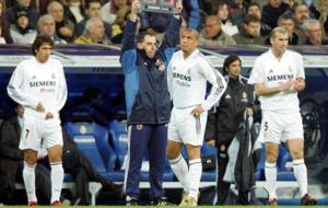 Ra�l, Ronaldo y Zidane esperando para entrar en el terreno de juego