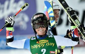 Lara Gut, tras entrar en meta como ganadora.