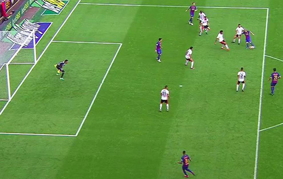 Liga santander el gol de messi es ilegal luis su rez for Fuera de juego futbol