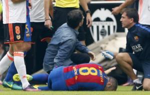 Iniesta, en el c�sped de Mestalla.