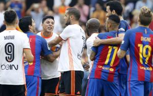 Termin� el partido con bronca entre Enzo Perez y Neymar