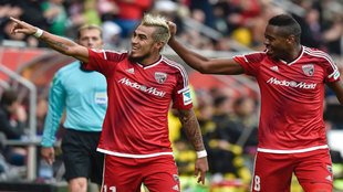 Lezcano celebra uno de sus goles al Dortmund.