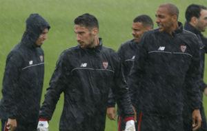 Sergio Rico, en el �ltimo y lluvioso entrenamiento del Sevilla.