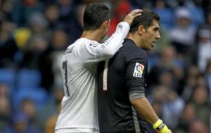 Cristiano e Iraizoz durante el partido de la pasada temporada.