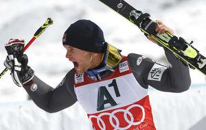 Alexis Pinturault celebra su victoria en S�lden.