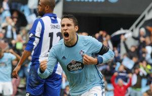 Hugo Mallo celebra el primer gol del Celta