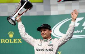 Rosberg celebra su segundo puesto en el podio de Austin.