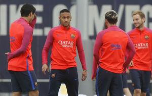 Luis Su�rez, Neymar, Messi y Rakitic, durante  una sesi�n.