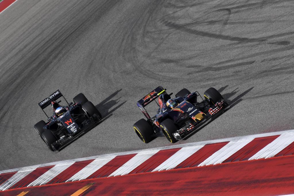 Alonso persigue a Sainz después de adelantar a Massa en las últimas...