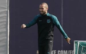 Aleix Vidal sonr�e en un entrenamiento.