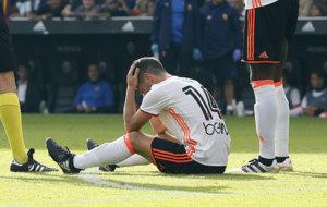 Gay�, tras caer lesionado frente al Barcelona.