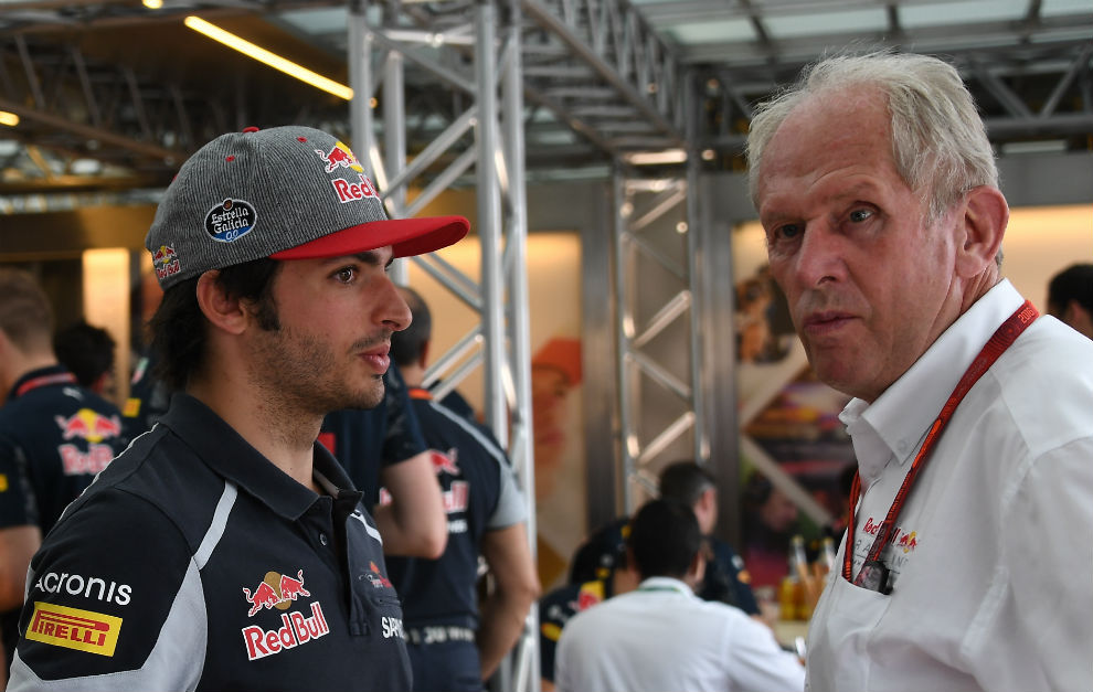 Carlos Sainz junto a Helmut Marko