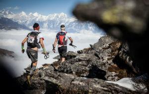 Dos corredores, durante la carrera del Everest Trail Race.