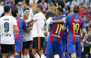 Momento en que se desata el rifirafe entre Enzo y Neymar.