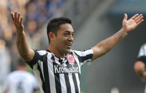 Marco Fabi�n, celebrando un tanto con el Eintracht.