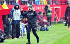 Jorge Sampaoli se enfada durante el Sevilla-Atl�tico.